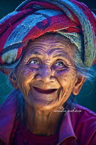 vieille-qui-sourit